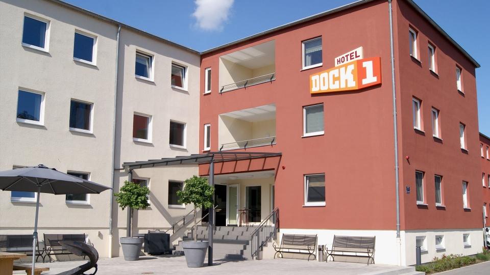 Hotel Dock 1 / Alte Straubinger Str.